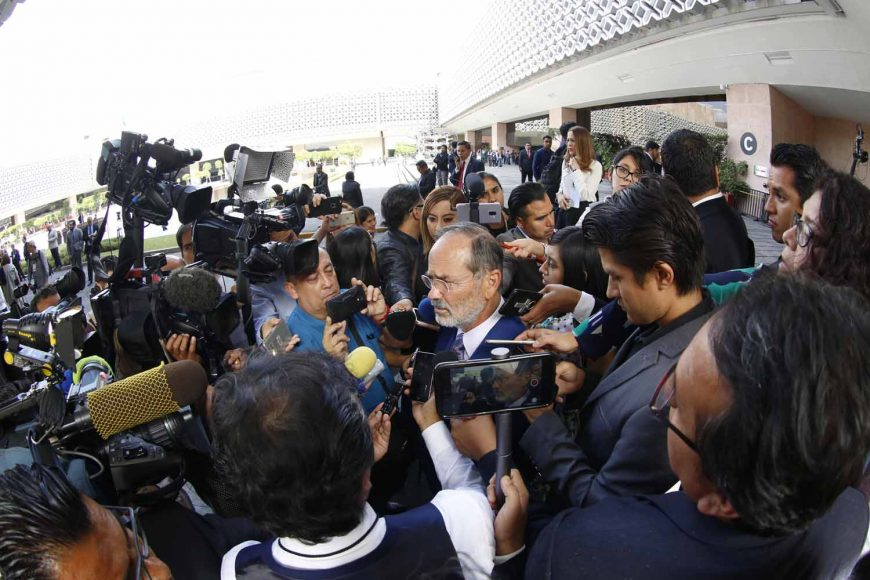 Senador electo, Gustavo Madero Muñoz, entrevistado, Sesión de Congreso General