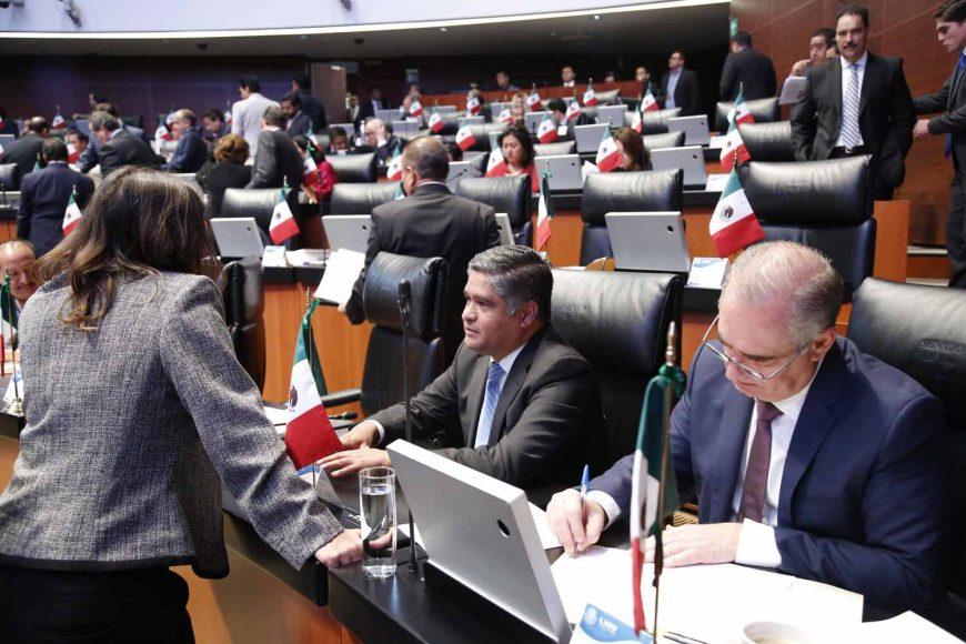 Senadores del Grupo Parlamentario del PAN, durante la sesión ordinaria