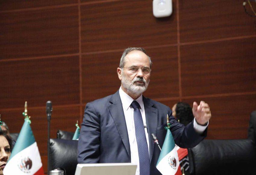 Senador Gustavo Madero Muñoz, al participar en la discusión de una moción a la Mesa Directiva