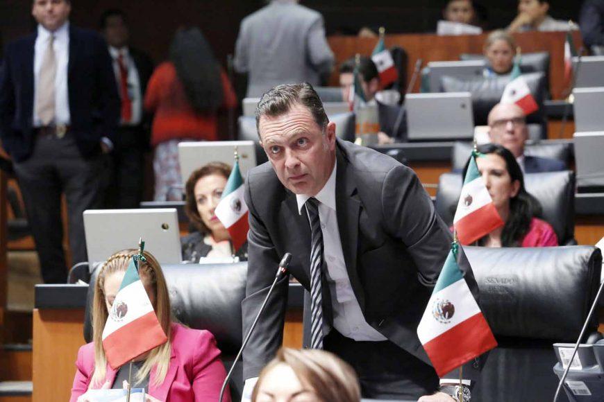 Senador Mauricio Kuri González al participar en la discusión de una moción a la Mesa Directiva
