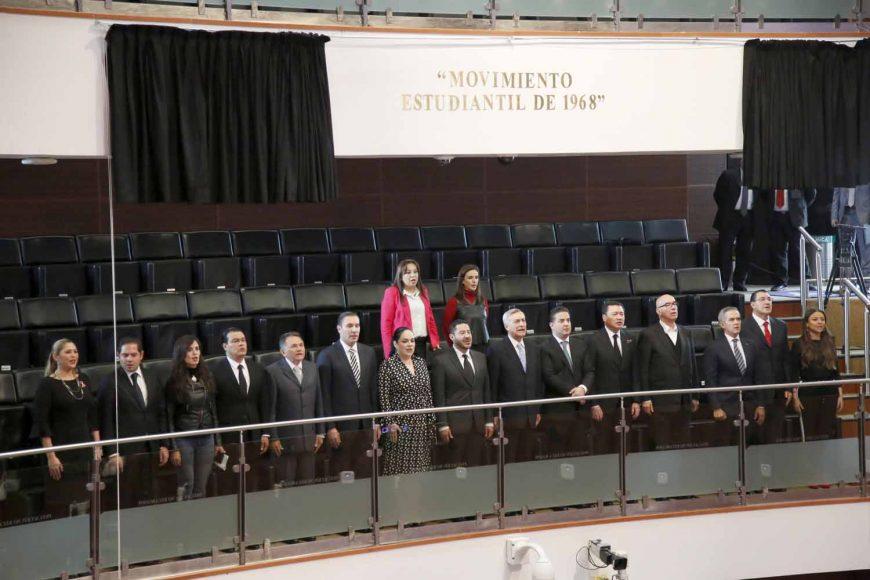 Develación en letras de oro de la conmemoración 2 de octubre