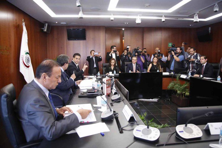 La senadora panista Josefina Vázquez Mota y el coordinador del PAN, durante la reunión de trabajo de la Junta de Coordinación Política del Senado