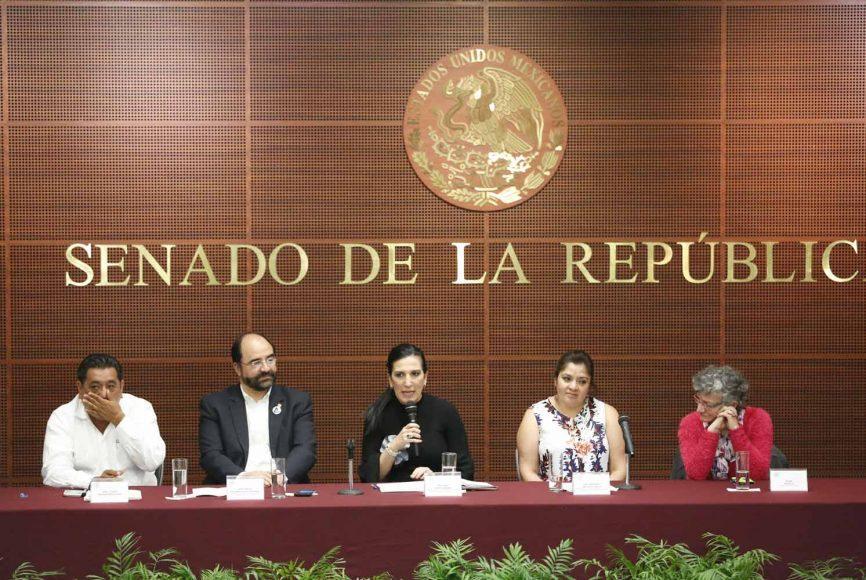 La senadora panista Kenia López Rabadán, durante su intervención en el homenaje a Digna Ochoa