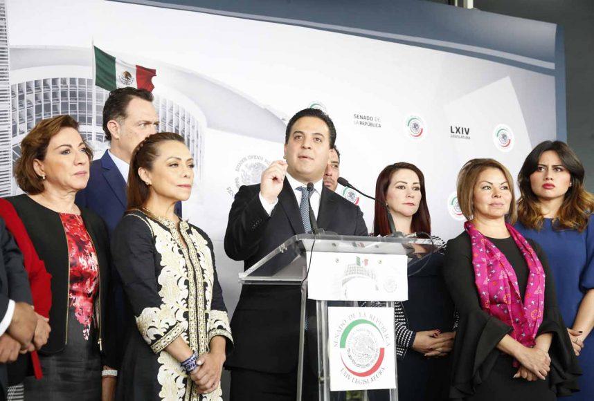 Conferencia de prensa de los senadores del PAN