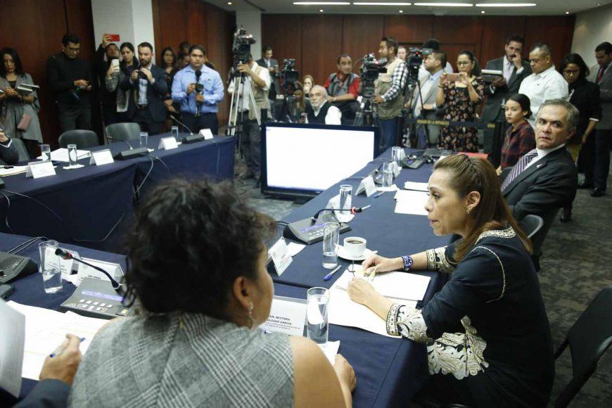 La senadora panista Josefina Vázquez Mota, y los senadores Ismael García Cabeza de Vaca y Raúl Paz Alonzo, durante la Reunión de trabajo de la Comisión de Seguridad Pública.