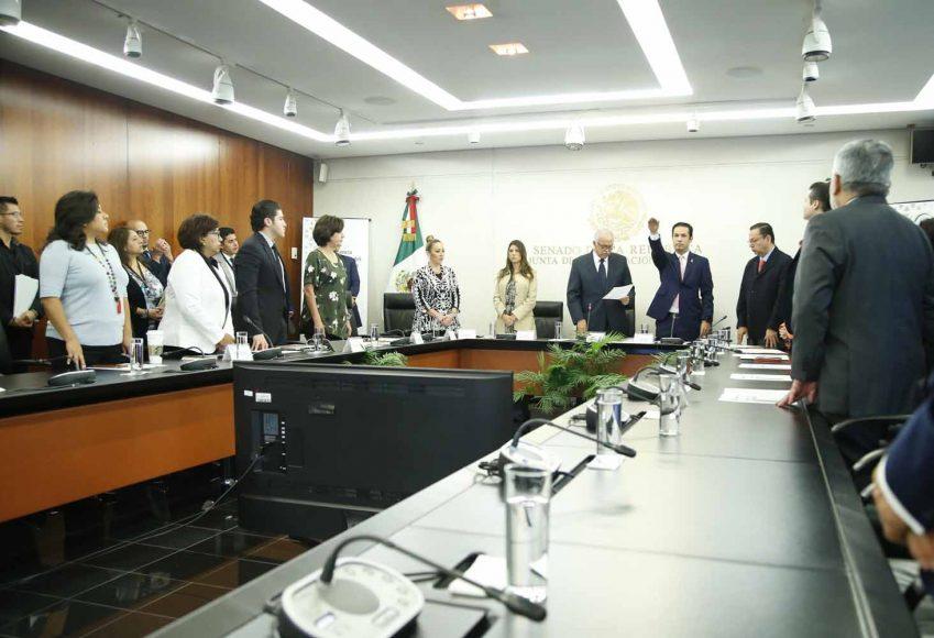 Las senadoras panistas Alejandra Noemí Reynoso Sánchez y Nadia Navarro Aceves, durante la  comparecencia del director del IMSS
