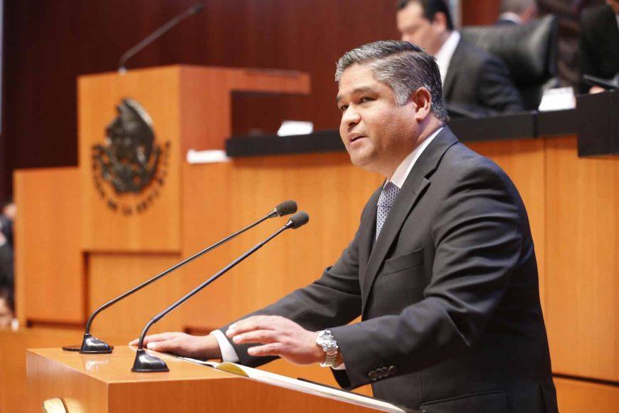senador Víctor Oswaldo Fuentes Solís,