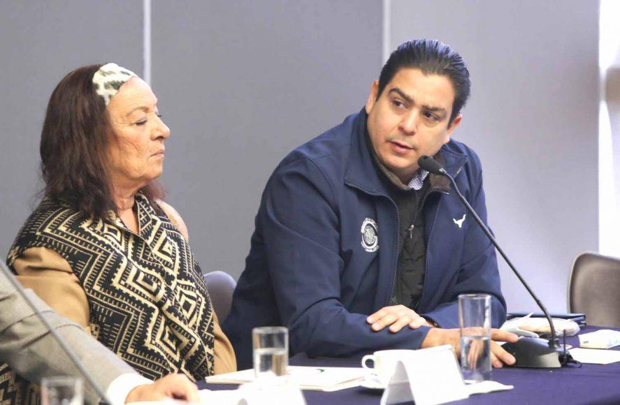 Los senadores del PAN Josefina Vázquez Mota e Ismael García Cabeza de Vaca, durante reunión extraordinaria de la Comisión de Defensa Nacional.