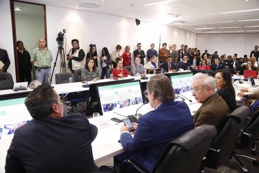 La presidenta de la Comisión de Relaciones Exteriores de América del Norte, Gina Andrea Cruz, al presidir la reunión con el Consejo Coordinador Empresarial, al que participaron los senadores Josefina Vázquez Mota, Nadia Navarro Acevedo y Gustavo Madero Muñoz.