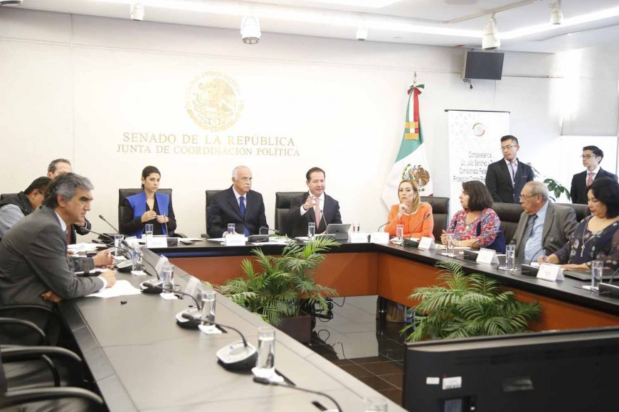 La senadora del PAN Alejandra Reynoso Sánchez, al participar en al comparecencia del titular de la Comisión Federal de Protección Contra Riesgos Sanitarios (Cofepris), Lic. Julio Sánchez y Tepóz, con motivo del VI Informe de Gobierno.