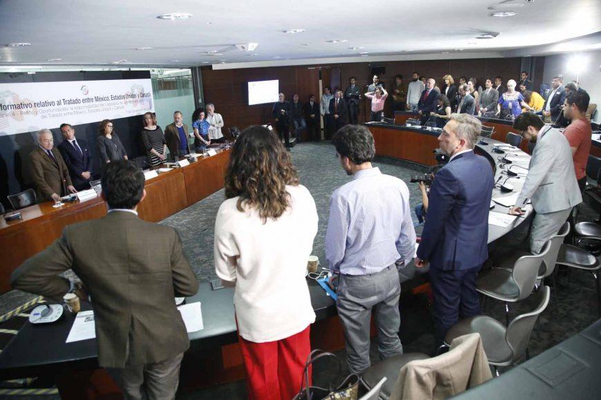 El senador panista Gustavo Madero Muñoz, presidente de la Comisión de Economía, al clausurar el Foro Informativo relativo al Tratado entre México, Estados Unidos y Canadá (T-MEC). Participó en el evento el senador Juan Antonio Martín del Campo.