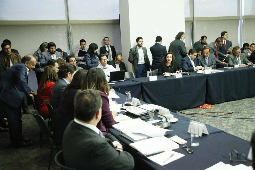 La senadora del PAN Lupita Murguía Gutiérrez al intervenir en la reunión extraordinaria de en conferencia con la Comisión de Justicia de la Cámara de Diputados.
