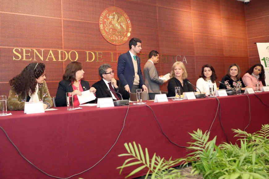 Las senadoras del PAN Guadalupe Saldaña Cisneros y Xóchitl Gálvez Ruiz, al participar en el Primer Foro de Análisis de la Política Ambiental Mexicana, organizado por la Comisión de Medio Ambiente, Recursos Naturales y Cambio Climático