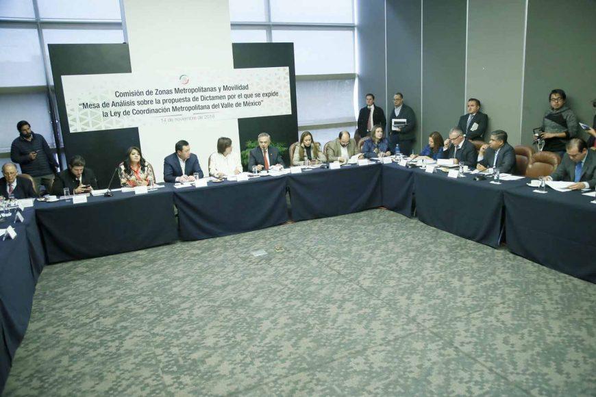 """La senadora panista Xóchitl Gálvez Ruiz y su compañero de bancada, Víctor Oswaldo Fuentes Solís, asistieron a la """"Mesa de análisis sobre la propuesta de dictamen por el que se expide la Ley de Coordinación Metropolitana del Valle de México"""", convocada por la Comisión de Zonas Metropolitanas y Movilidad"""