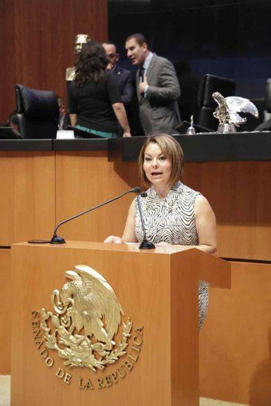 Senadora Minerva Hernández Ramos al presentar iniciativa  con proyecto de decreto que reforma los artículos 53, fracción VI; 54, fracciones I, II y III; y adiciona un Capítulo V Bis y un artículo 37 Bis a la Ley Federal para la Prevención e Identificación de Operaciones con Recursos de Procedencia Ilícita