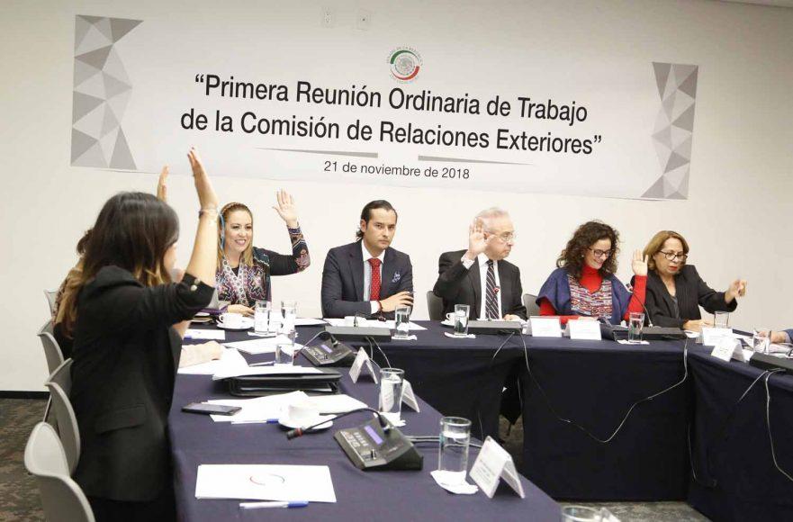 Las senadoras del PAN Alejandra Noemí Reynoso Sánchez e Indira de Jesús Rosales San Román, durante la primera reunión de trabajo de la Comisión de Relaciones Exteriores.