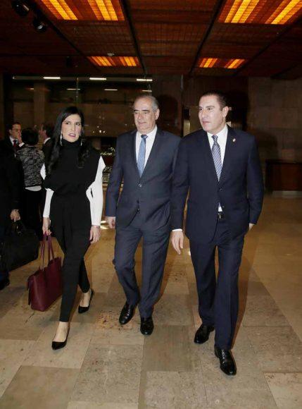 Senadora Kenia López Rabadán, Senador Julen Rementería Del Puerto, Senador Rafael Moreno Valle Rosas, a su llegada al Palacio Legislativo de San Lázaro