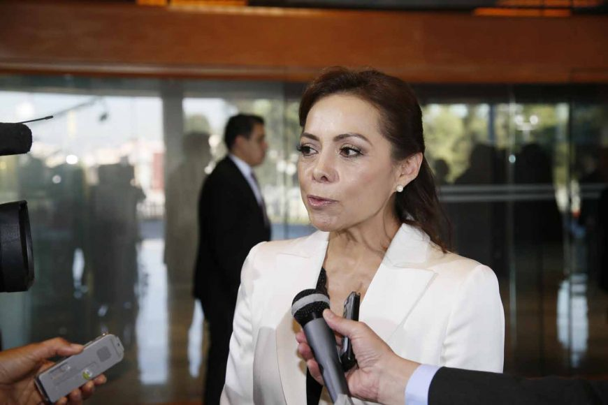 Entrevista al senadora Josefina Vázquez Mota a su llegada al recinto Legislativo de San Lázaro