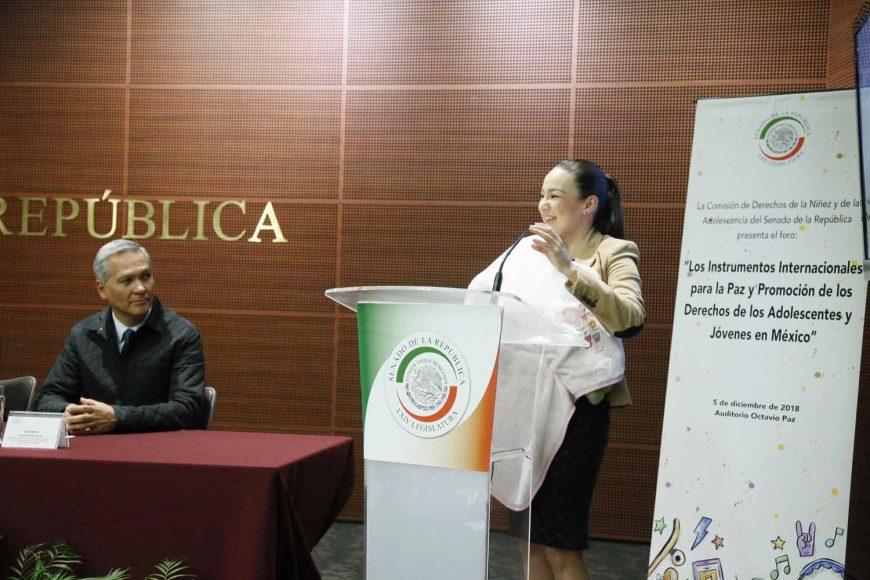 """La senadora del PAN Martha Cecilia Márquez, al participar en Foro """"Los instrumentos internacionales para la paz y promoción de los derechos de los adolescentes y jóvenes en México""""."""