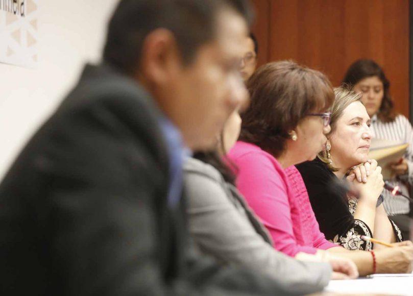 Las senadoras del PAN Mayuli Latifa Martínez Simón y Xóchitl Gálvez Ruiz, durante la reunión extraordinaria de trabajo de las Comisiones Unidas de Asuntos Indígenas, y de Estudios Legislativos, Primera.