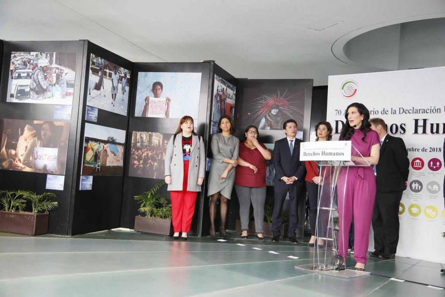 """Inauguración de la exposición fotográfica """"Los Derechos Humanos"""", a la que invita la senadora Kenia López Rabadán, presidenta de la Comisión de Derechos Humanos."""