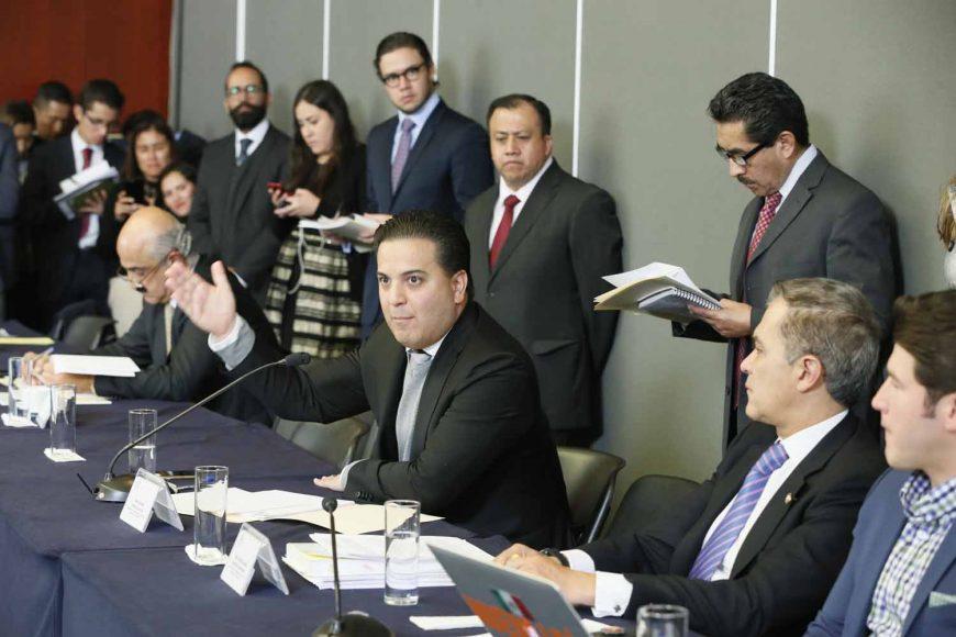 El senador Damián Zepeda Vidales, al intervenir en la reunión de trabajo de las Comisiones Unidas de Justicia, y Estudios Legislativos, Segunda