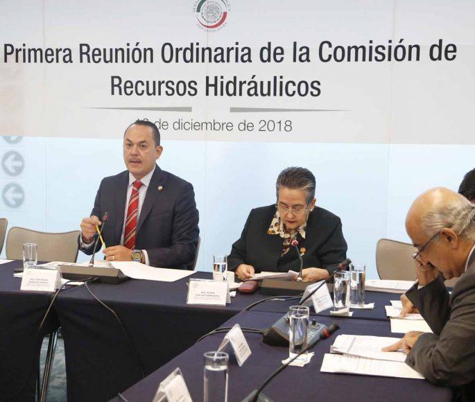 El senador José Erandi Bermúdez Méndez, al presidir la primera reunión ordinaria de la Comisión de Recursos Hidráulicos.
