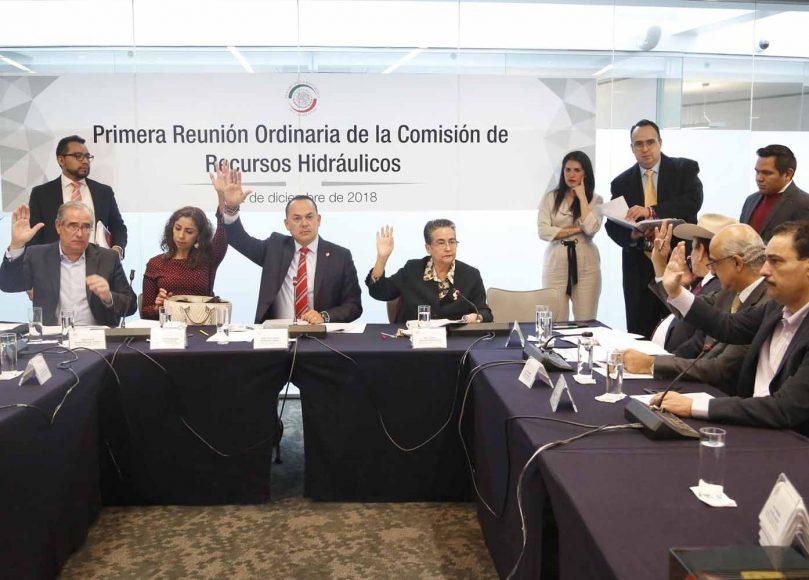 El senador Julen Rementería Del Puerto, al participar en la primera reunión ordinaria de la Comisión de Recursos Hidráulicos.