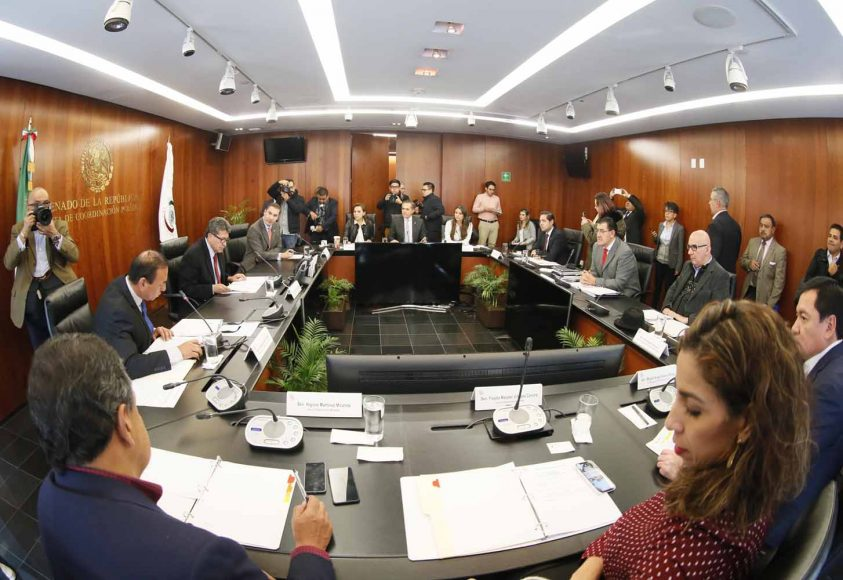 El Coordinador de los senadores del PAN, Rafael Moreno Valle, y la senadora Josefina Vázquez Mota, durante la reunión de la Junta de Coordinación Política del Senado.