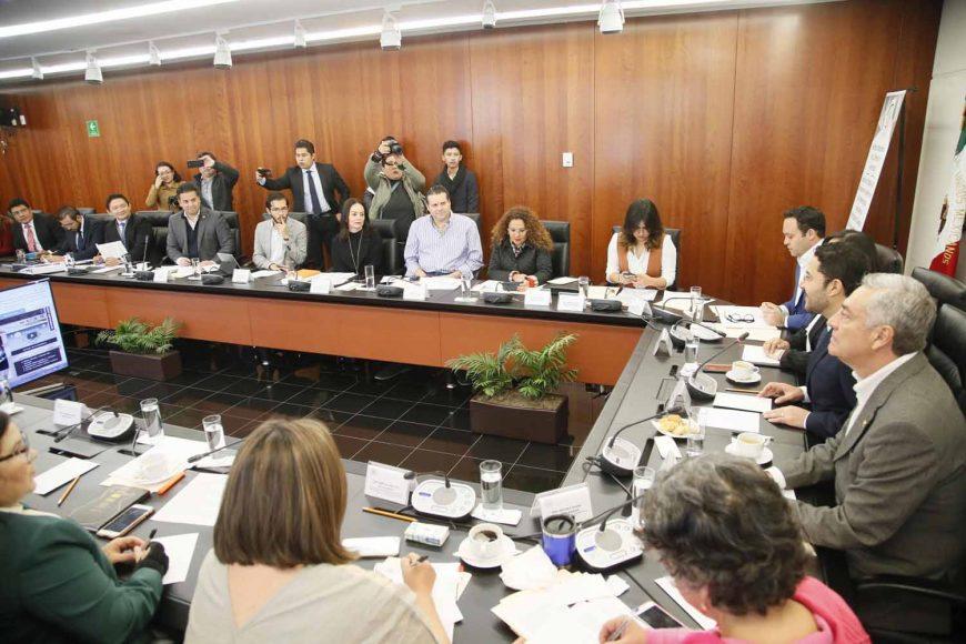Reunión de trabajo de las Comisiones de Gobernación y Anticorrupción, Transparencia y Participación Ciudadana, con la titular de la Secretaría de la Función Pública, en la que participaron las senadoras Indira Rosales San Román y Xóchitl Gálvez Ruiz, así como el senador Damián Zepeda Vidales.