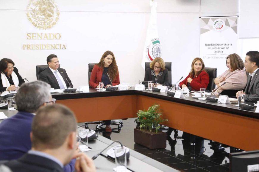 17 de diciembre de 2018.- Los senadores del PAN Xóchitl Gálvez Ruiz y Damián Zepeda Vidales, durante la tercera sesión de la Comisión de Justicia en la comparecencia de candidatas y candidato a Ministra o Ministro de la SCJN.