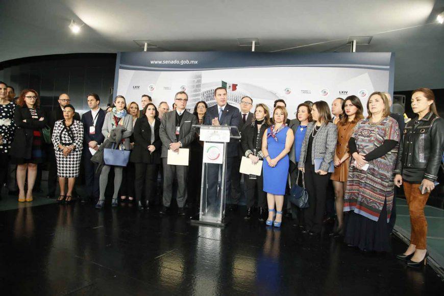 Conferencia de prensa ofrecida por las y los senadores del GPPAN, encabezados por su coordinador, Rafael Moreno Valle, junto con representantes de organizaciones de la sociedad civil.