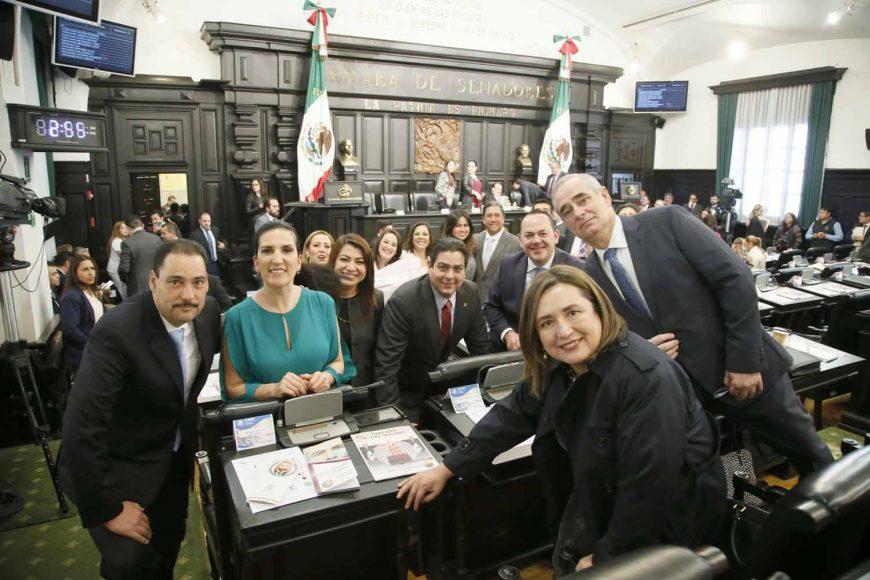 Senadores del PAN durante la Sesión Solemne de entrega de la Medalla Belisario Domínguez, al periodista Carlos Payán