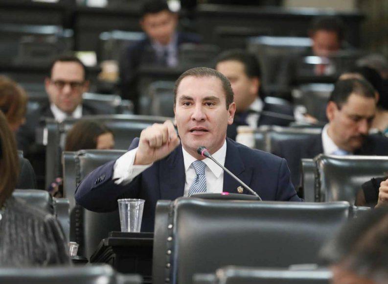 Intervención desde su escaño del coordinador del Grupo Parlamentario del PAN, Rafael Moreno Valle, para referirse al discurso de la presidenta de la Comisión de la Medalla Belisario Domínguez, durante la sesión solemne.