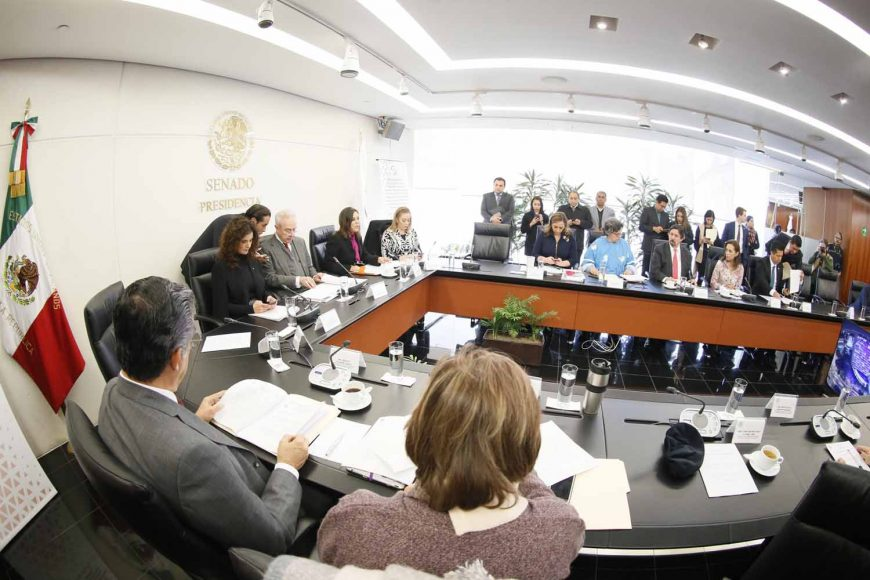 Las senadoras del PAN Gina Cruz Blackledge y Josefina Vázquez Mota, al participar en reunión extraordinaria de Comisiones Unidas de Relaciones de Relaciones Exteriores y Relaciones Exteriores América del Norte, en la que se desahogará la comparecencia de Martha Bárcena Coqui, designada como Embajadora Extraordinaria y Plenipotenciaria en Estados Unidos de América.