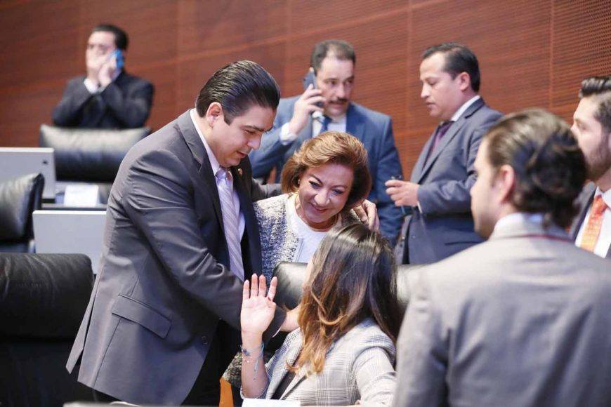 Senadores del PAN durante los trabajos de la sesión ordinaria en la que se votó el dictamen de la Comisión de Justicia, que contiene puntos de acuerdo sobre los requisitos de elegibilidad de las personas que integran la terna para la elección de Ministro o Ministra de la Suprema Corte de Justicia de la Nación.
