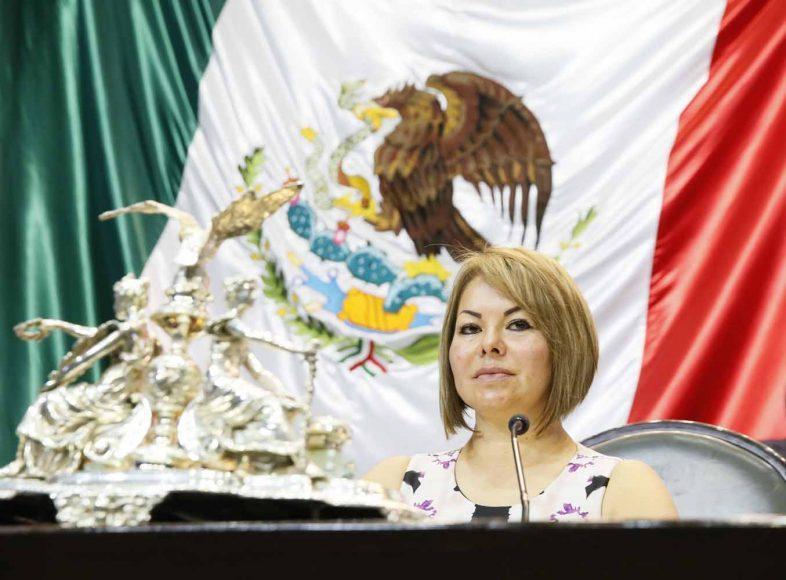 Senadora Minerva Hernández Ramos, al presidir la sesión de la Comisión Permanente