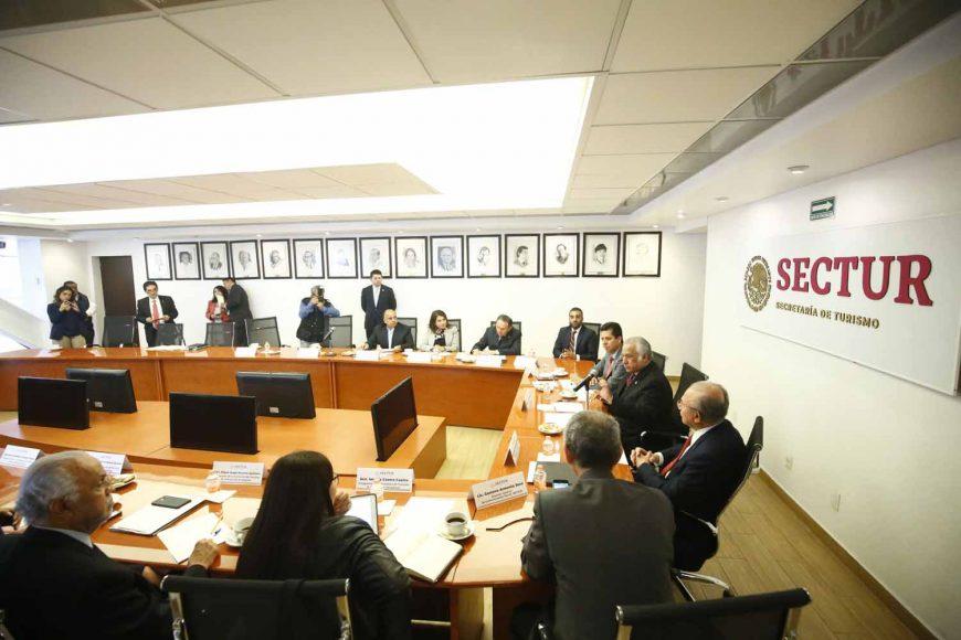 Senadora Guadalupe Saldaña Cisneros, durante la reunión de trabajo de la Comisión de Turismo con el titular de Sectur