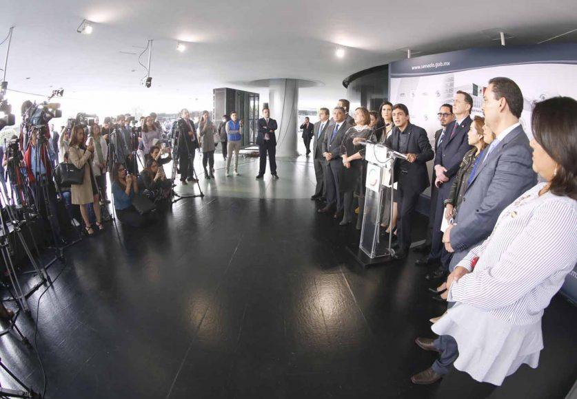 Conferencia de prensa de los senadores del PAN, encabezados por su Coordinador, Mauricio Kuri González