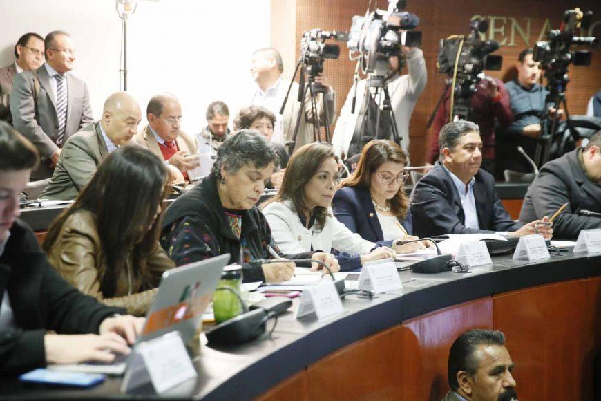 La senadora Minerva Hernández Ramos, durante la Mesa de Trabajo con el secretario de Educación, Mtro. Esteban Moctezuma Barragán, en la Tercera reunión ordinaria de la Comisión de Educación en Comisiones Unidas con Puntos Constitucionales, a la que asistieron los senadores del PAN Josefina Vázquez Mota, Guadalupe Saldaña Cisneros y Marco Gama Basarte.