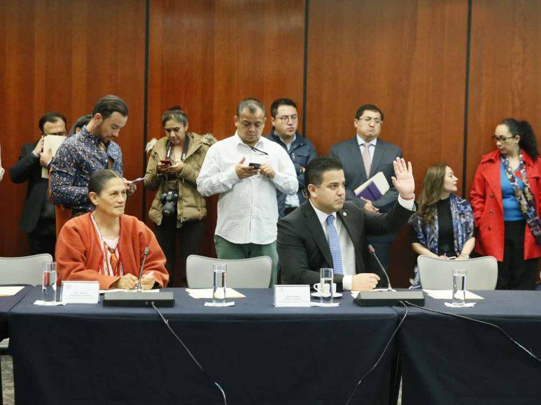 Los senadores del PAN Damián Zepeda Vidales y Raúl Paz Alonzo, durante la reunión de trabajo en Comisiones Unidas de Seguridad Pública y de Estudios Legislativos, Segunda.