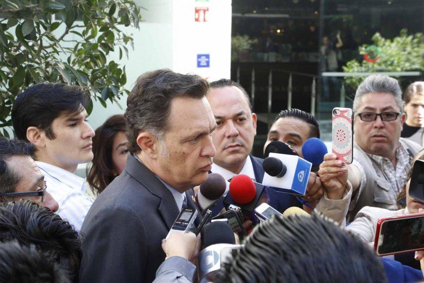 Entrevista concedida por el Coordinador de las y los senadores del PAN, Mauricio Kuri González, previa al inicio de la sesión.