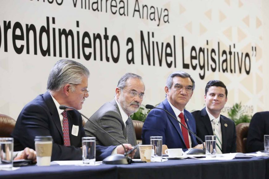 """Senador Gustavo Madero Muñoz al participar en el Foro """"Impulso del Emprendimiento a Nivel Legislativo""""."""