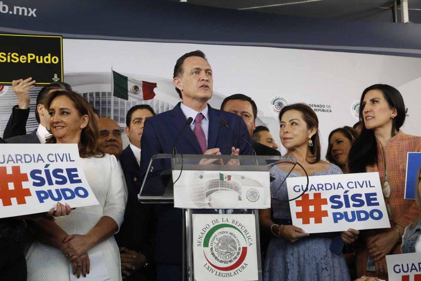 El Coordinador de las y los senadores del PAN, Mauricio Kuri González, durante la conferencia del bloque opositor en el tema de Guardia Civil