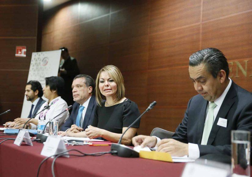 """La senadora panista Minerva Hernández Ramos, al inaugurar el Foro """"Hacia una nueva legislación para el fortalecimiento de la educación de niñas, niños y jóvenes""""."""