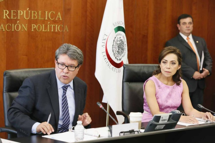 La senadora Josefina Vázquez Mota y el senador Julen Rementería Del Puerto, durante la reunión de la Junta de Coordinación Política.