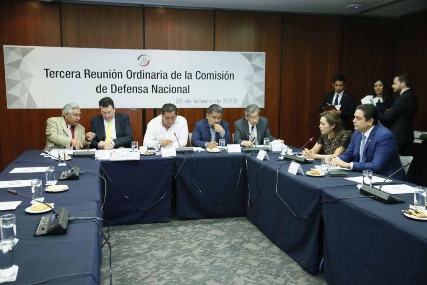 La senadora Josefina Vázquez Mota y el senador Ismael García Cabeza de Vaca, durante la reunión de trabajo de la Comisión de Defensa Nacional.