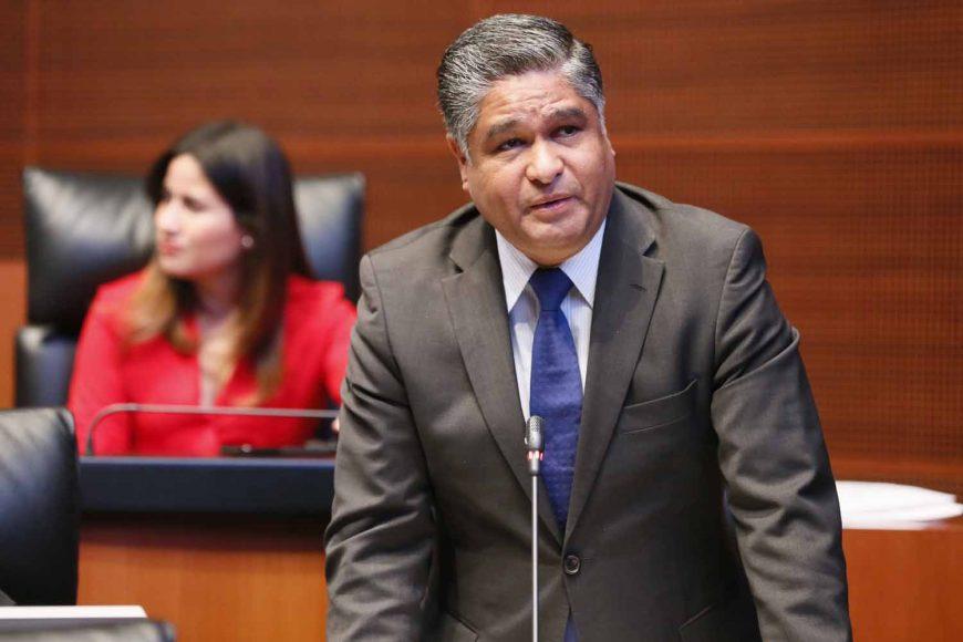 Senador Víctor Fuentes Solís al participar desde su escaño