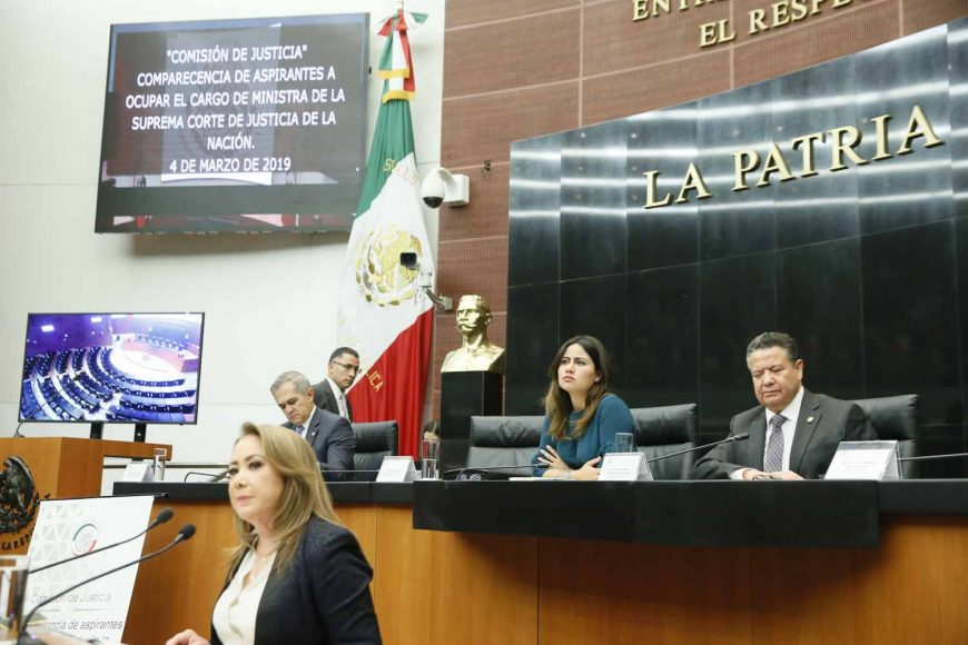Las senadoras del PAN Indira Rosales San Román, Guadalupe Murguía Gutiérrez y Xóchitl Gálvez Ruiz, durante la reunión de trabajo de la comisión de Justicia, para las comparecencias de las personas que integran la terna presentada por el titular del Ejecutivo Federal para la elección de una Ministra de la Suprema Corte de Justicia de la Nación