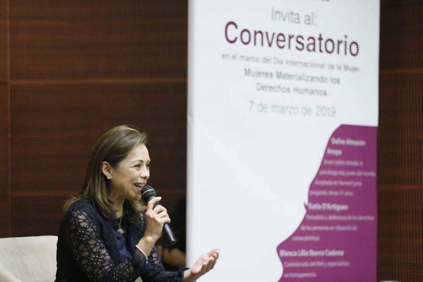 """La senadora Josefina Vázquez Mota, al participar en el Conversatorio en el marco del Día Internacional de la Mujer: """"Mujeres Materializando los Derechos Humanos""""."""